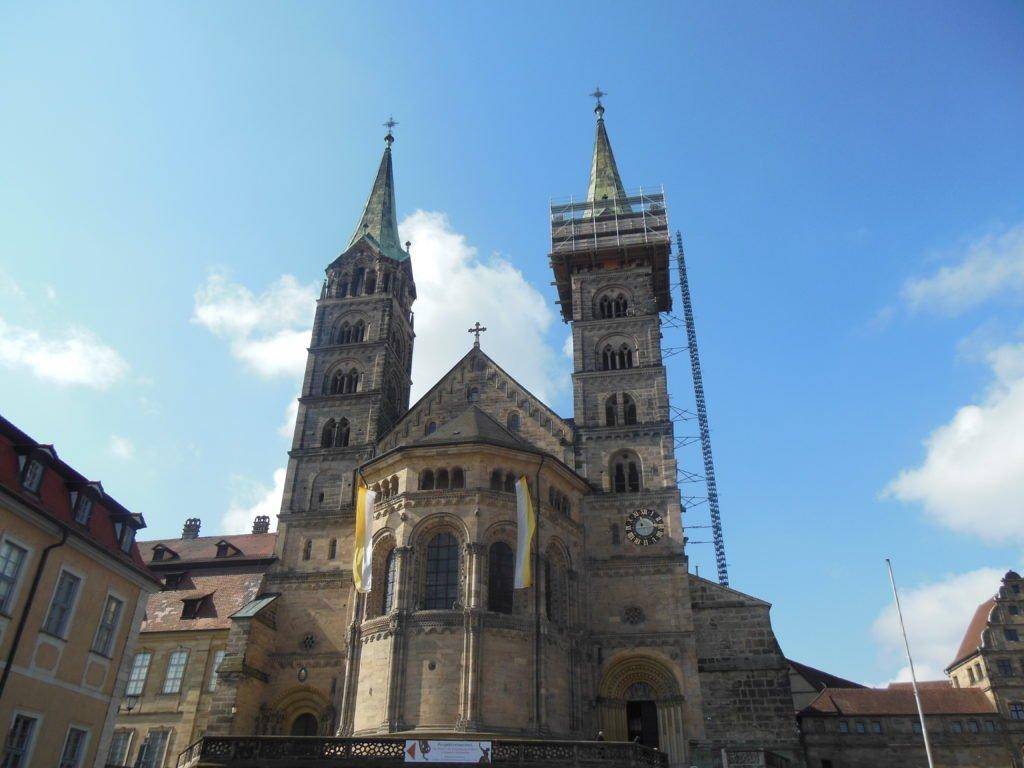 Bild von außen vom Bamberger Dom, teilweise mit Gerüsten