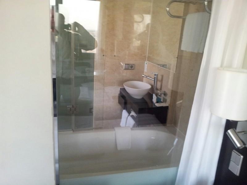 Bild vom Blick aus dem Zimmer ins Bad