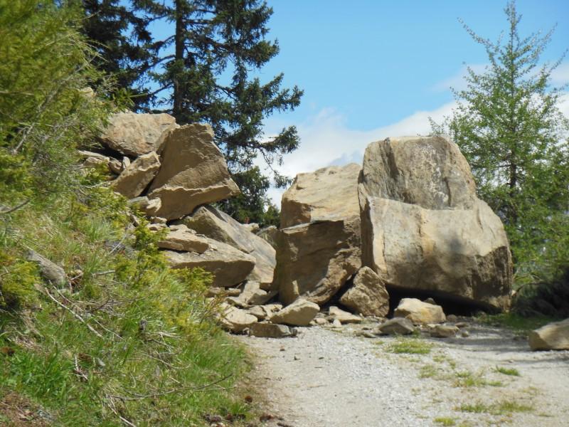 Bild von den Felnsbrocken auf dem Weg