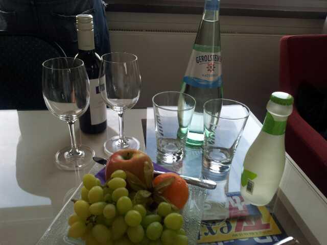 Bild von Obst und Getränken, die wir als Willkommensgruß bekamen