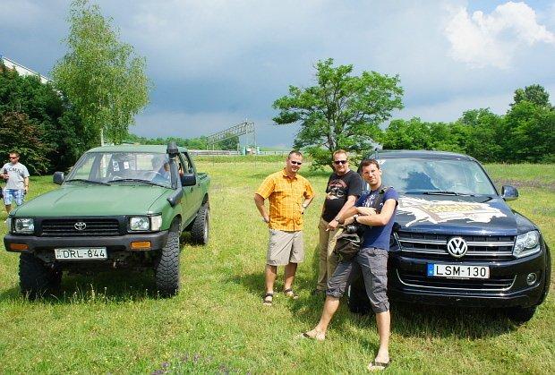 Phil, Ingo und ich vor unserem Fahrzeug, das uns die nächsten Stunden als Heim dienen sollte