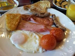 Frühstück im Myrtle Bank Guest House: Spiegelei, Tomate, Ham, Sausages, Toast