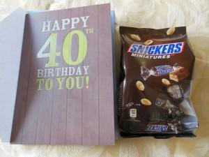 Bild meiner Geburtstagskarte mit ner Packung Minisnickers ;)