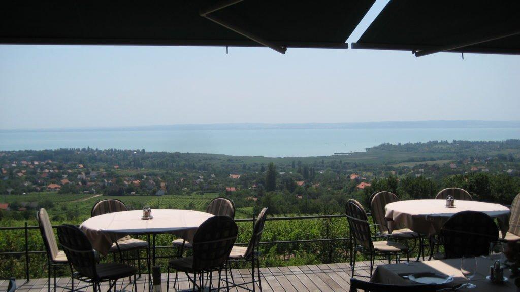 Blick über die Terasse auf den Balaton