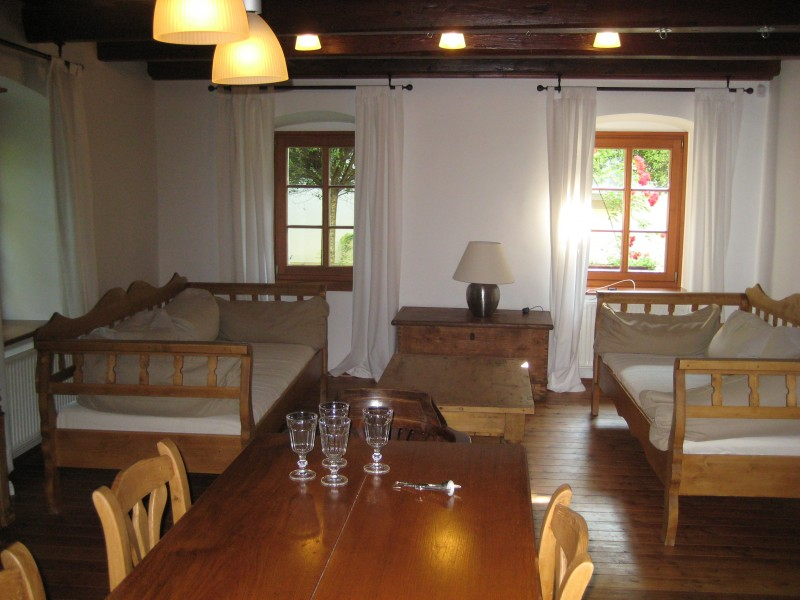 Sitzgelegenheiten im Sarffy House in Dörgicse