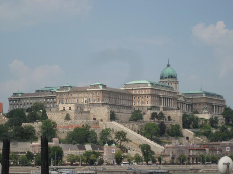 Bild vom Burgpalast von Pest her fotografiert