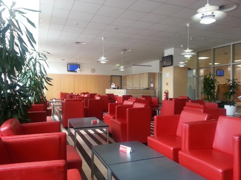 Blick quer durch die DB Bahn Lounge Leipzig Hauptbahnhof