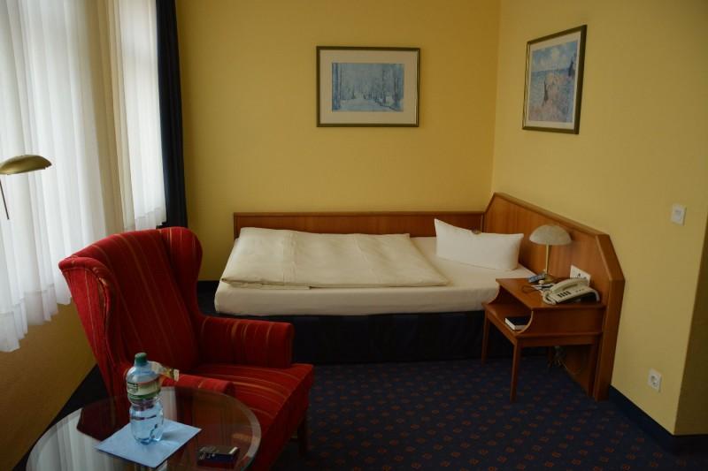 Mein Bett im Hotel Ratswaage Magdeburg