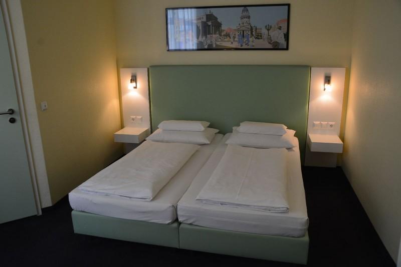 Bild vom Bett im Hotel Winters Berlin Mitte Am Checkpoint Charlie