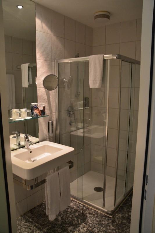 Bild der Dusche im Hotel Winters Berlin Mitte