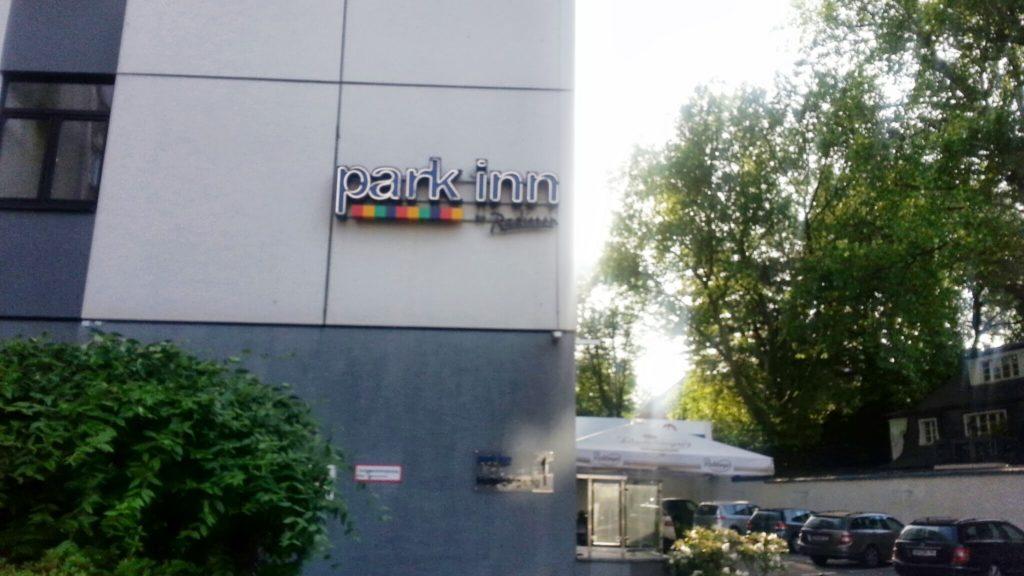 ParkInn Köln - von der Einfahrt aus angesehen
