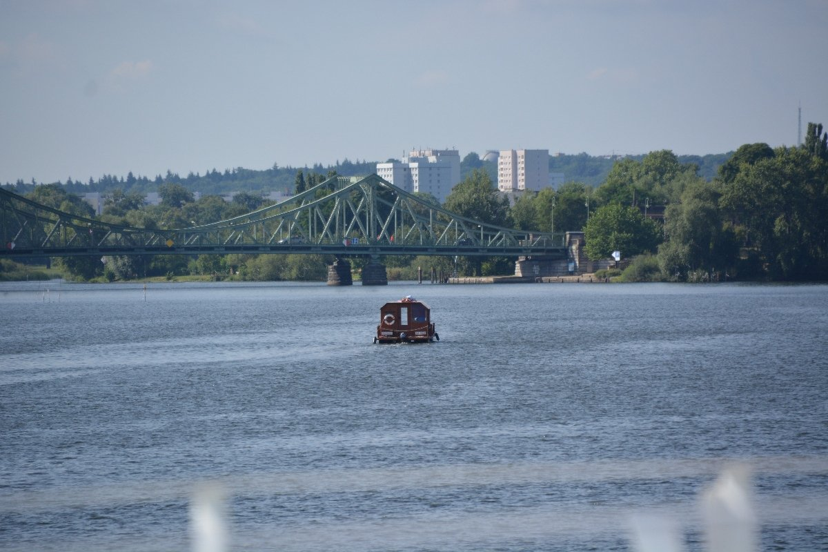 Hausboot vor Potsdam auf der Havel