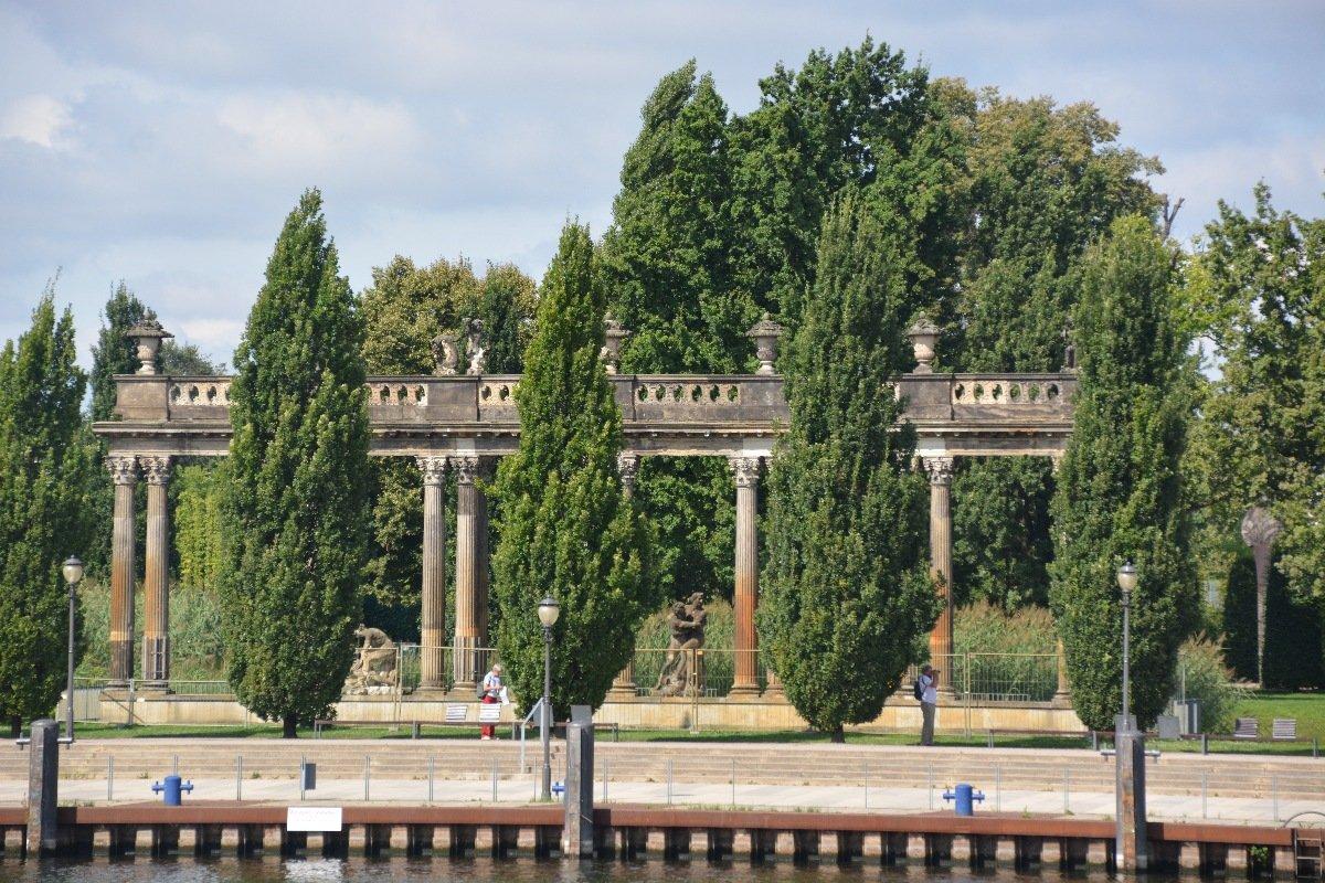 Ringerkolonnade im Lustgarten Potsdam von der Havel aus