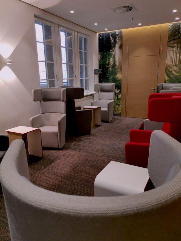 Der Raum links hinten in Laufrichtung in der neuen Bahnlounge Leipzig - mit meinen geliebten gemütlichen Sesseln