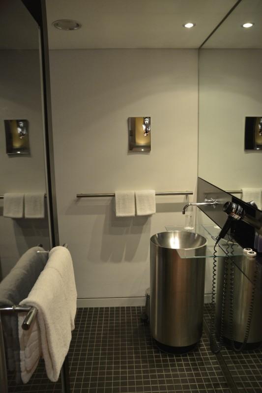 Waschbecken des Hotel INNSIDE Düsseldorf Seestern