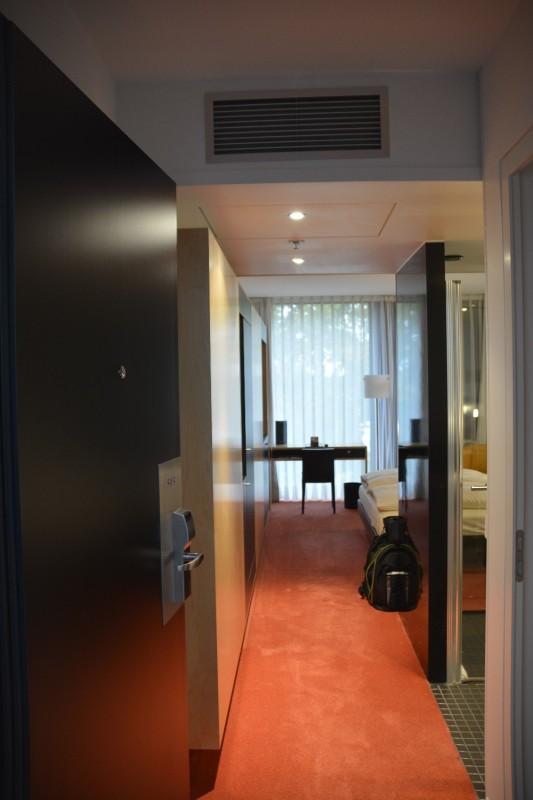 Blick in das Zimmer im Hotel INNSIDE Düsseldorf Seestern