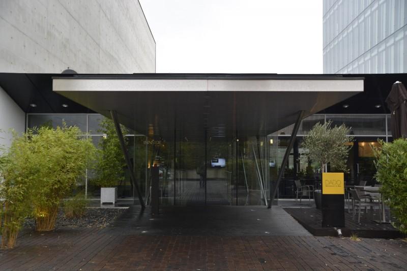 Eingang ins Hotel INNSIDE Düsseldorf Seestern
