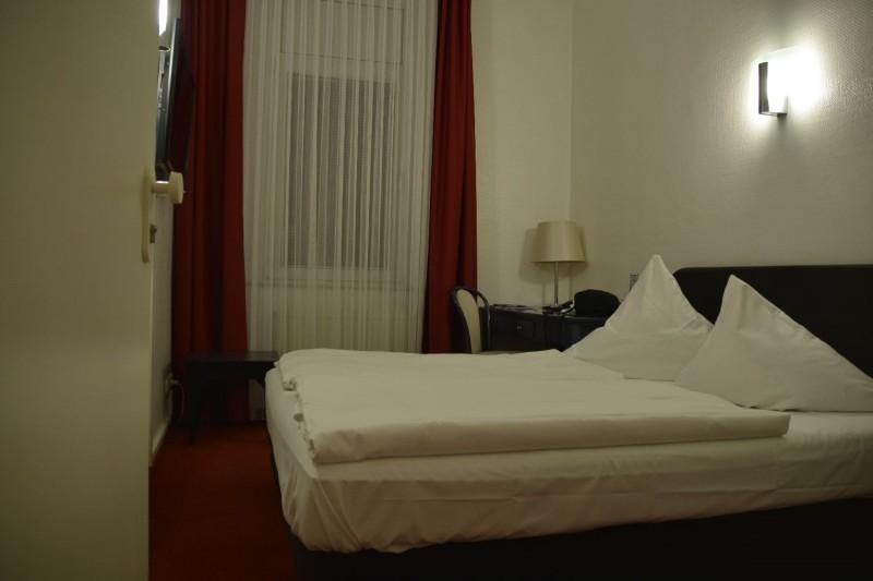 Blick ins Zimmer im Hotel Cerano Köln