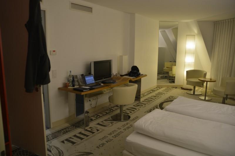 Blick ins Zimmer im Hotel Park Plaza Wallstreet Berlin