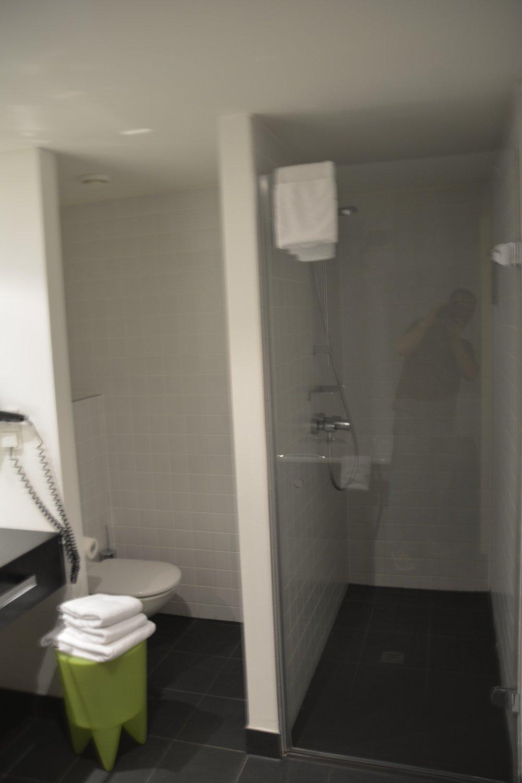 Dusche & Toilette im Hotel Park Plaza Wallstreet Berlin