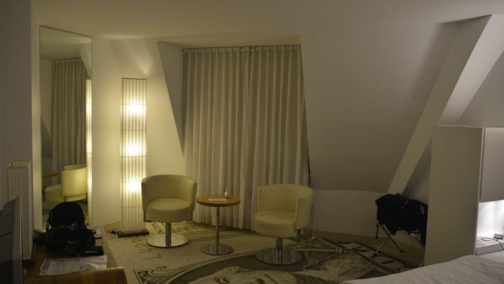 Blick ins Zimmer des Hotel Park Plaza Wallstreet Berlin