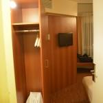 Blick ins Zimmer des Star Inn Hotel Regensburg Zentrum - direkt auf den Schrank