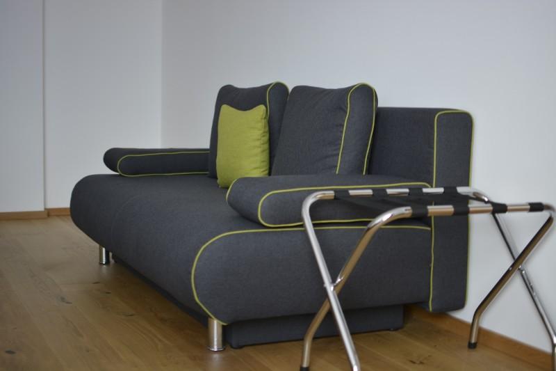 Sofa im Superior Zimmer des Hotels Seenario in Tirschenreuth