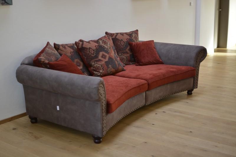 Sofa im Eingangsbereich des Hotels Seenario Tirschenreuth