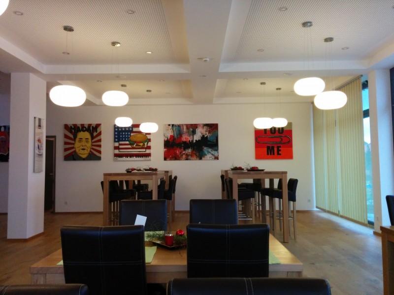Bilder im Frühstücksraum des Hotel Seenario Tirschenreuth