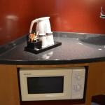 Wasserkocher und Mikrowelle des Hotel Suite Novotel Berlin City Potsdamer Platz