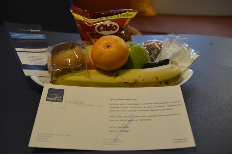 Obst und Süsses als Willkommensgeschenk für Clubmitglieder im Hotel Suite Novotel Berlin City Potsdamer Platz