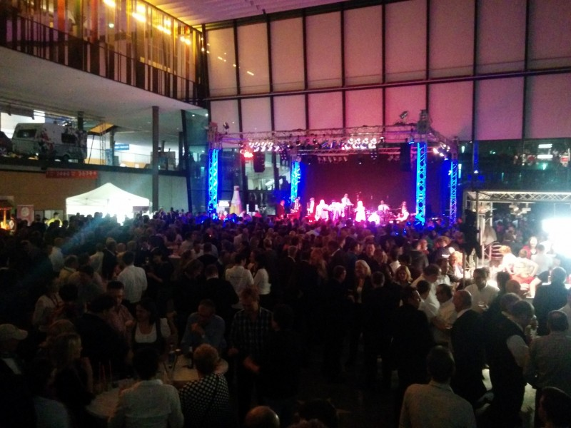 Blick von der Treppe auf Messe Piazza bei der CMT Night 2014