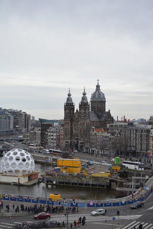Blick aus dem 7. Stock des Park Plaza Victoria Hotel Amsterdam auf die Sint-Nicolaaskerk