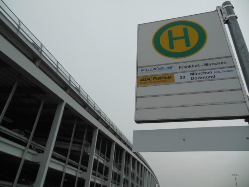 Haltestelle des ADAC Postbus in Stuttgart