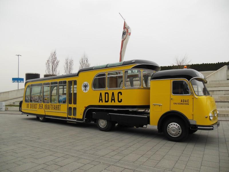 Bild von einem Oldtimer Bus des ADAC