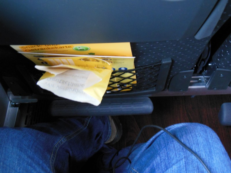 Ausreichend platz für die Füsse hat es im ADAC Postbus