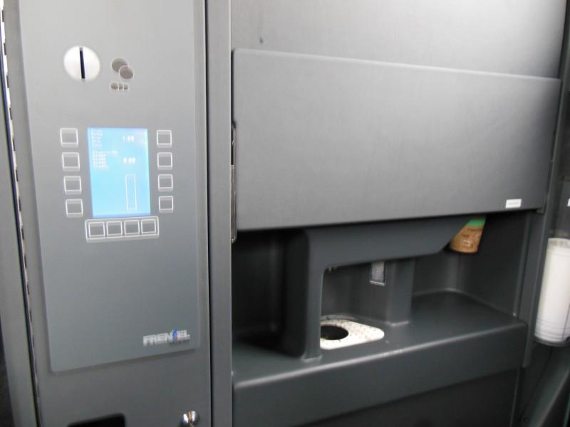 Heißgetränkeautomat im ADAC Postbus
