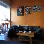Couch im Aromas Cafe