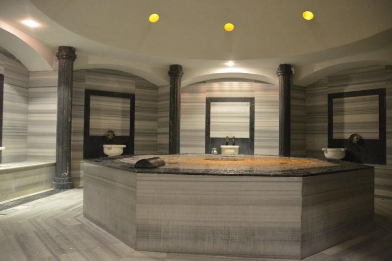 Marmortisch des Hammam im Carpe Diem Spa des Hotel Concorde de Luxe in Lara