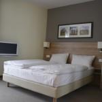 ild vom Bett mit TV im Hotel Citadine München
