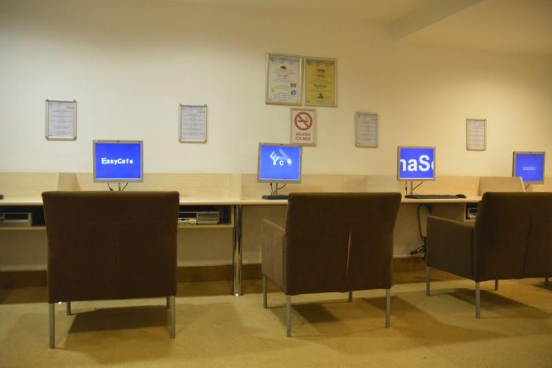 Computer im Internet Cafe des Hotels Concorde de Luxe in Lara