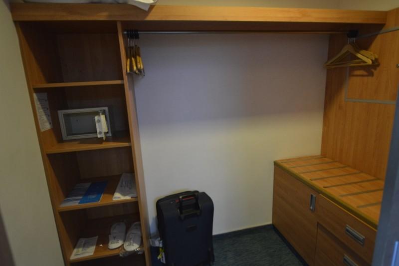 Garderobe des Zimmer 7005 im Hotel Concorde de Luxe / Lara
