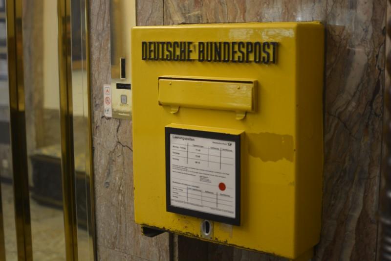 Bild von einem alten Briefkasten im Schwarzen Bock Wiesbaden