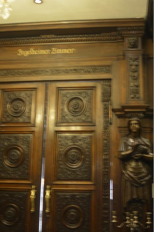 Türe zum Ingelheimer Zimmer im Schwarzen Bock