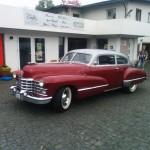 Westerwaldsteig: roter Cadillac vor dem Cadillac Museum in Hachenburg