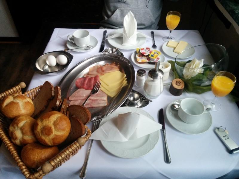 Frühstück im Landhotel Marienthaler Hof am Westerwaldsteig