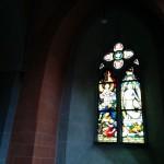 Westerwaldsteig Etappe 9: Kirchenfenster in der Klosterkriche Marienstatt