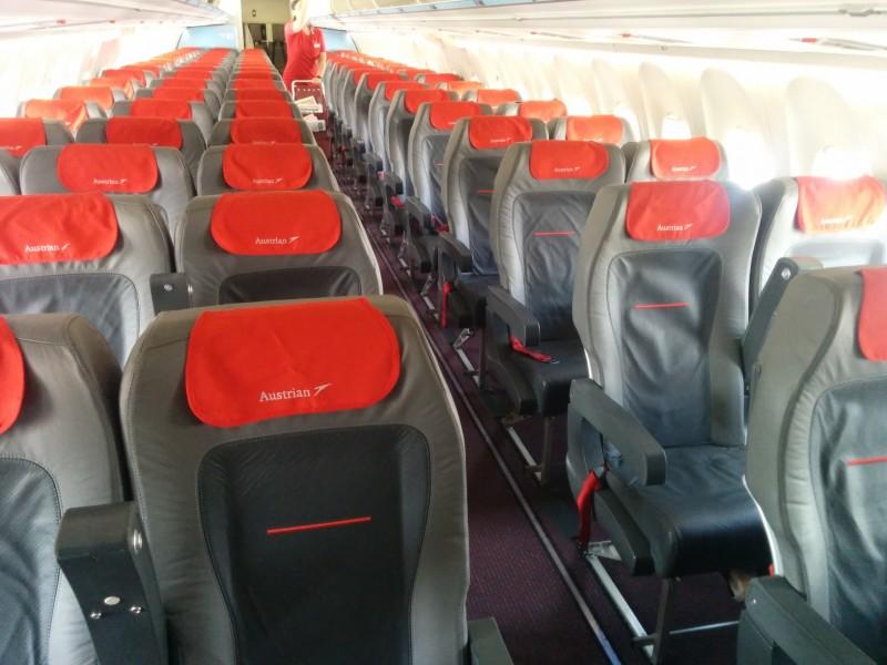 Die Fokker 100 - leider ziemlich eng zum Sitzen.