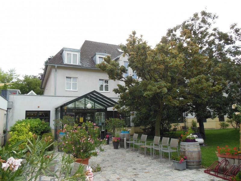 Außenansicht des Hotels Höldrichsmühle / HInterbrühl