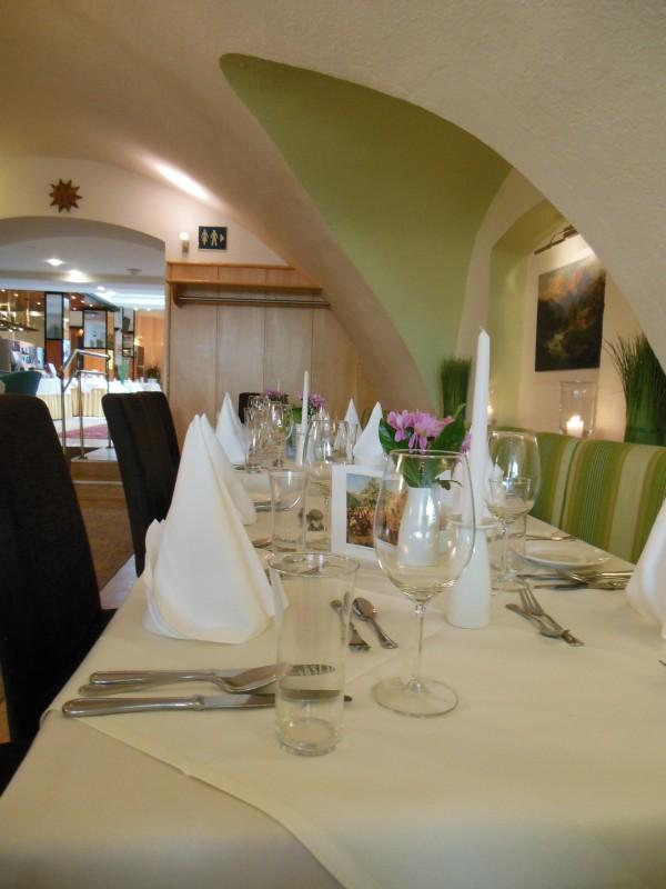 Eingedeckter Tisch im Hotel Höldrichsmühle / HInterbrühl